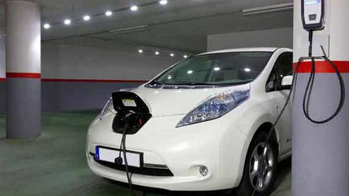 Madrid adelanta a 2023 la obligación de tener un punto de carga eléctrica en los parkings no residenciales