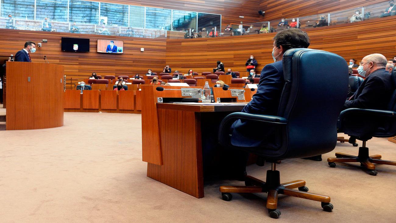 Las abstenciones del Mixto desinflan la moción de censura del PSOE en Castilla y León