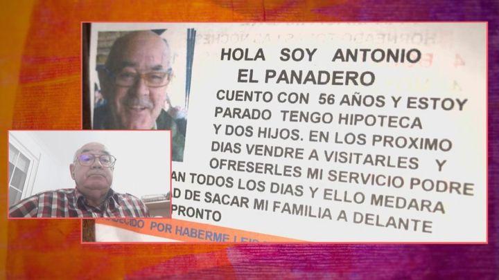Así son las notas que Antonio deja en las puertas de Sevilla para ofrecer su servicio de pan a domicilio