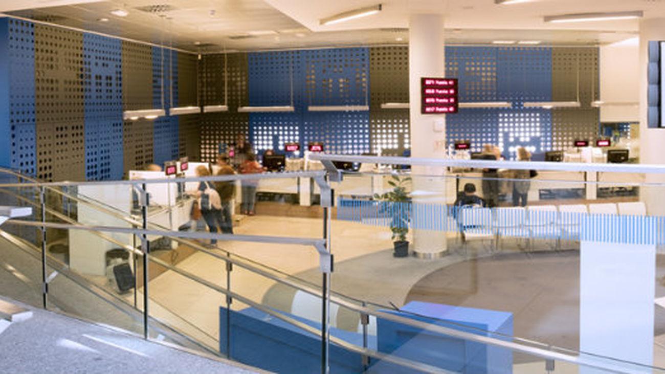 Interior de una oficina de atención del Ayuntamiento de Madrid