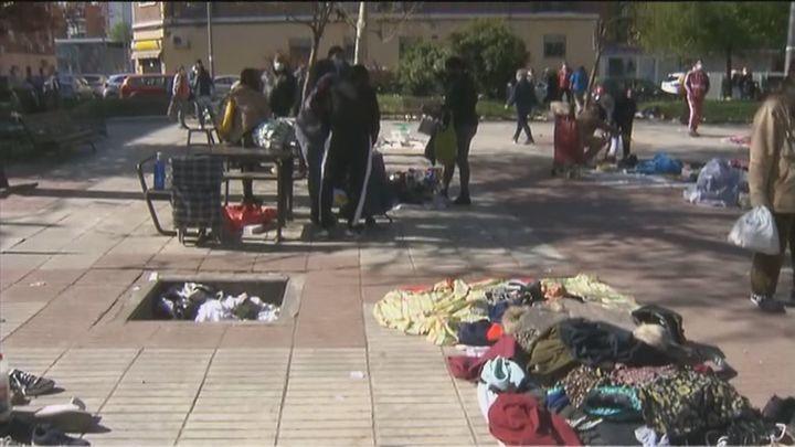 Los vecinos de Vallecas hartos de un 'mercadillo' improvisado y clandestino que vende objetos de segunda mano