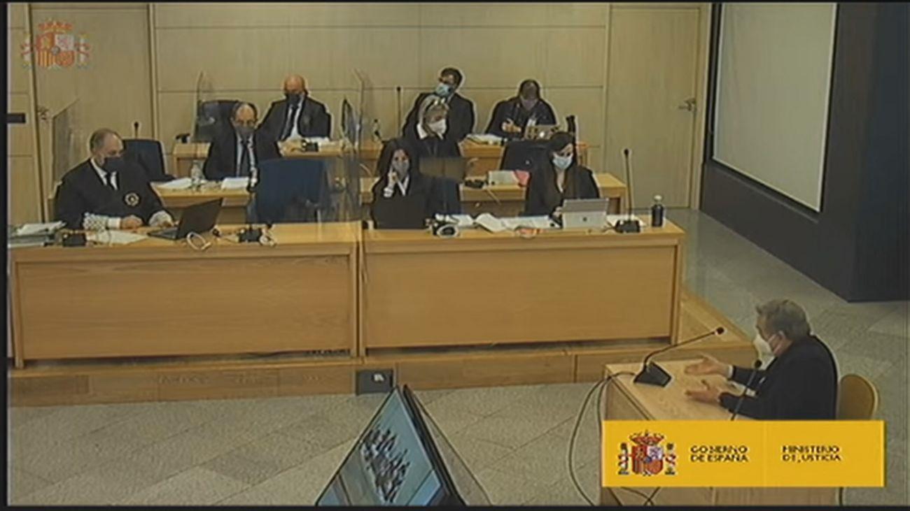 Del Burgo admite haber recibido dinero en metálico del PP, pero niega la existencia de una 'caja b'