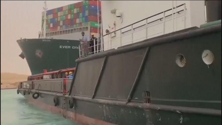 El cierre del Canal de Suez por el atasco provocado por un barco atravesado causa grandes pérdidas económicas