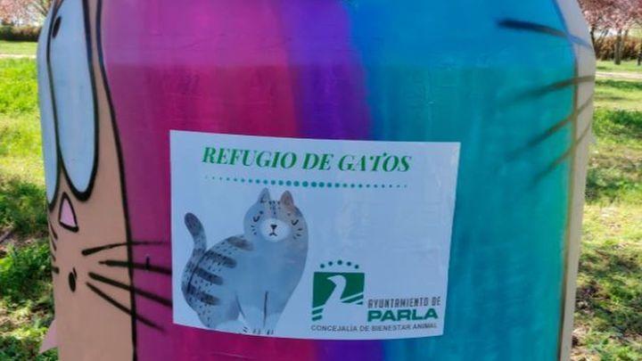 Parla reconvierte contenedores reciclados en refugios para gatos callejeros