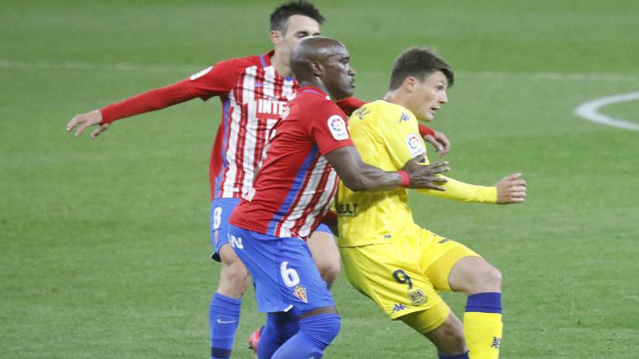 0-0. El Alcorcón echa mano de Dani Jiménez para empatar ante el Sporting