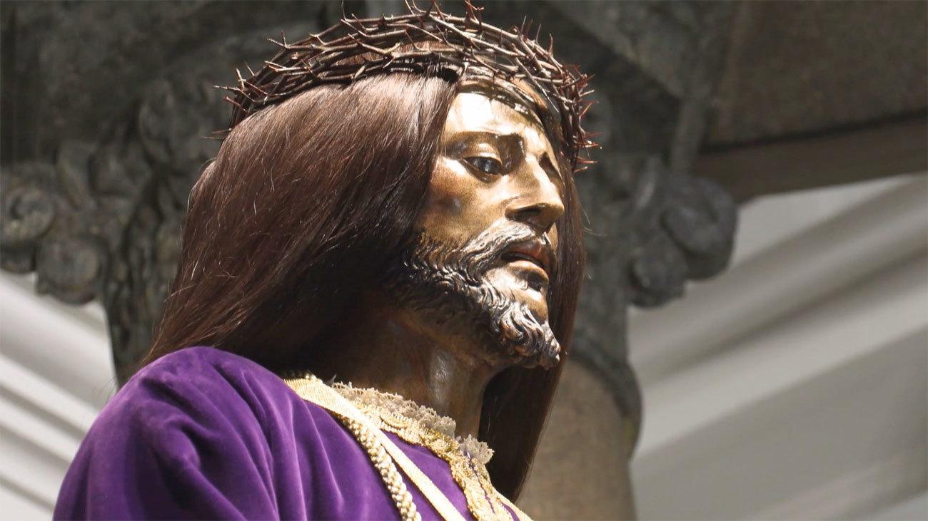 Primer plano de la talla del Cristo de Medinaceli