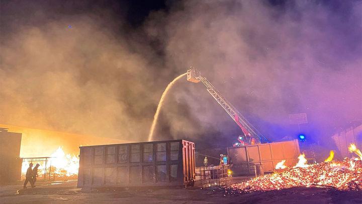 Extinguido un incendio en una planta de reciclaje de palets de madera de Cubas de la Sagra