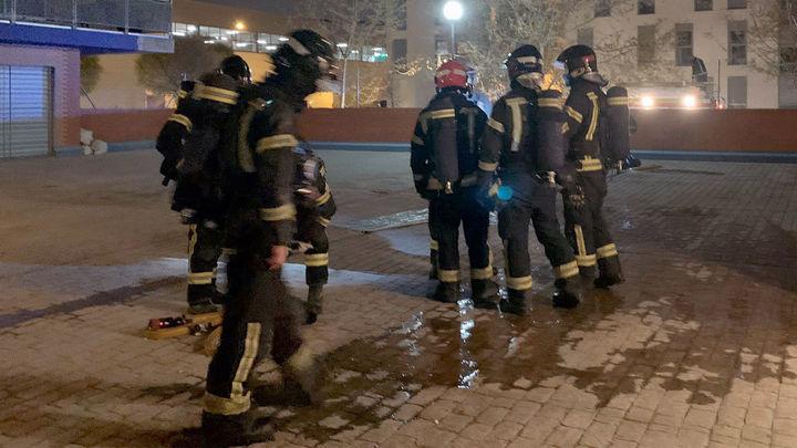 Extinguido un incendio en la cubierta de un edificio en el distrito de Fuencarral