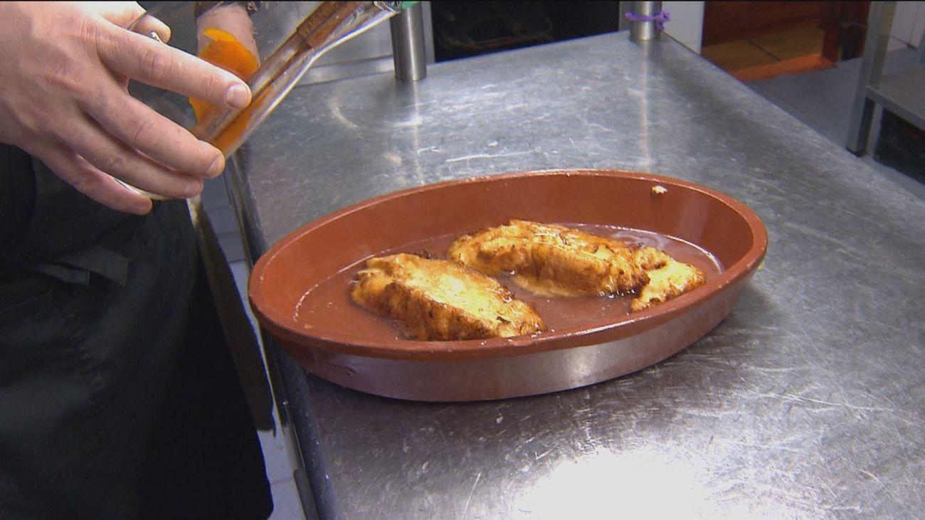 Las deliciosas torrijas de la abuela Felisa del mesón 'El Toril' de Alalpardo