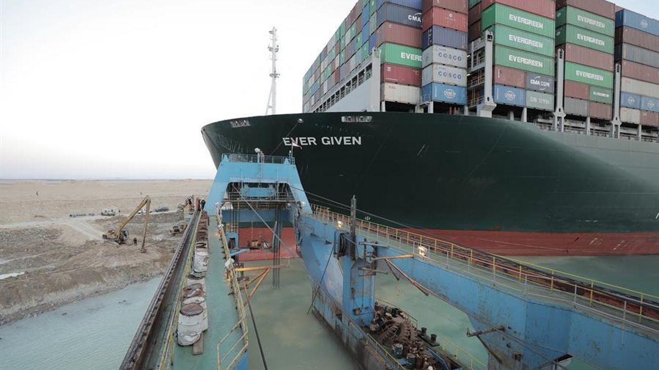 El 'Ever Given' encallado en el Canal de Suez