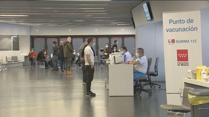 Madrid llama al colectivo de 60 a 65 años y prevé administrar 150.000 vacunas durante la Semana Santa
