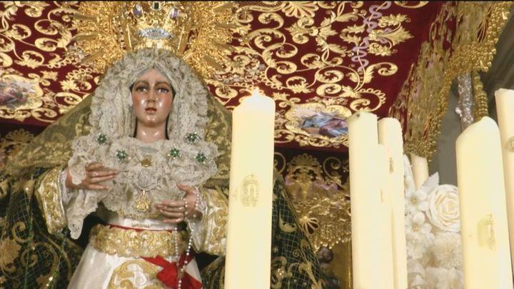 Semana Santa sin procesiones: los fieles disfrutan de las imágenes en los templos