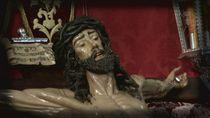 Una emotiva visita al Cristo de los Alabarderos