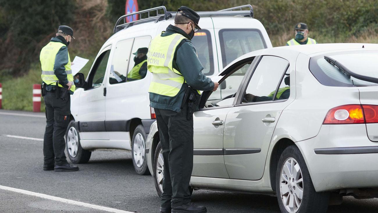 Controles de la Guardia Civil para hacer cumplir el cierre perimetral