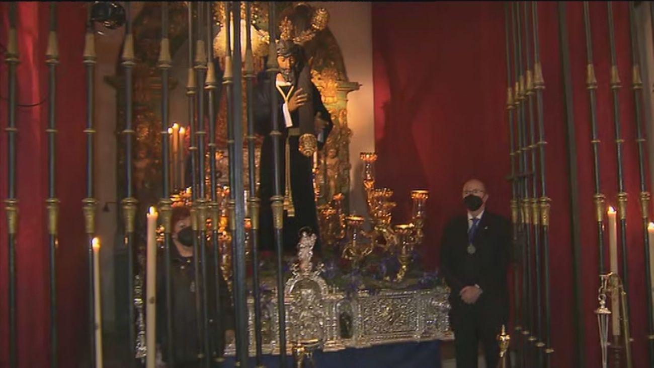 Sin procesiones en Madrid, el Cristo de los Gitanos se expone en la Iglesia del Carmen