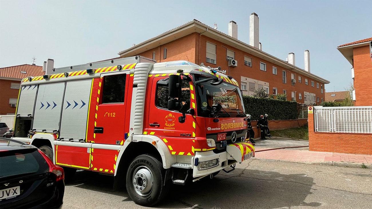 Desalojadas varias viviendas de Alcalá por el incendio de 3 coches en un garaje