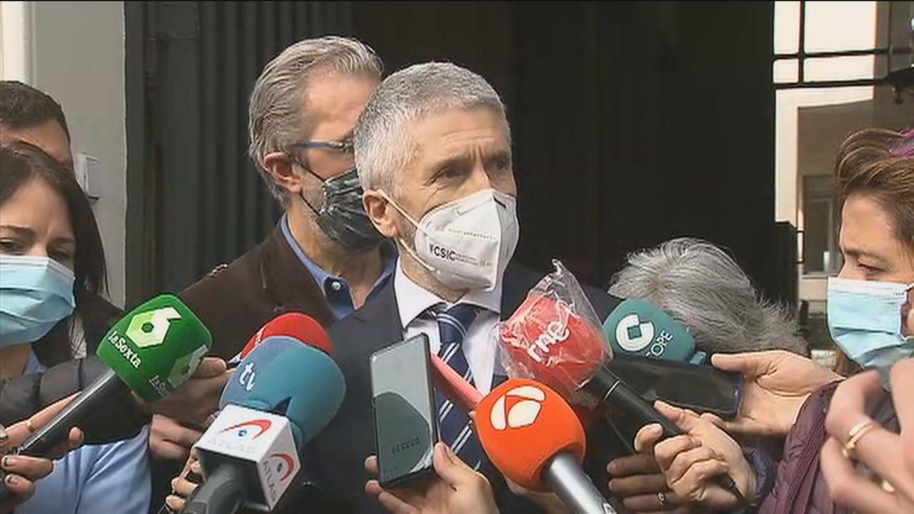 """Marlaska afirma que un piso para fiestas ilegales """"no es una morada"""" y defiende a los policías"""