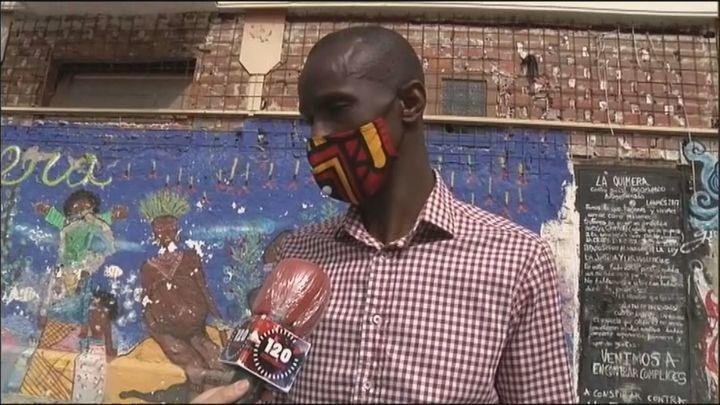 Podemos ficha al portavoz de los manteros, Serigne Mbayé