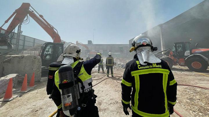 Un incendio en una industria de reciclaje en Rivas obliga a intervenir a cuatro dotaciones de bomberos