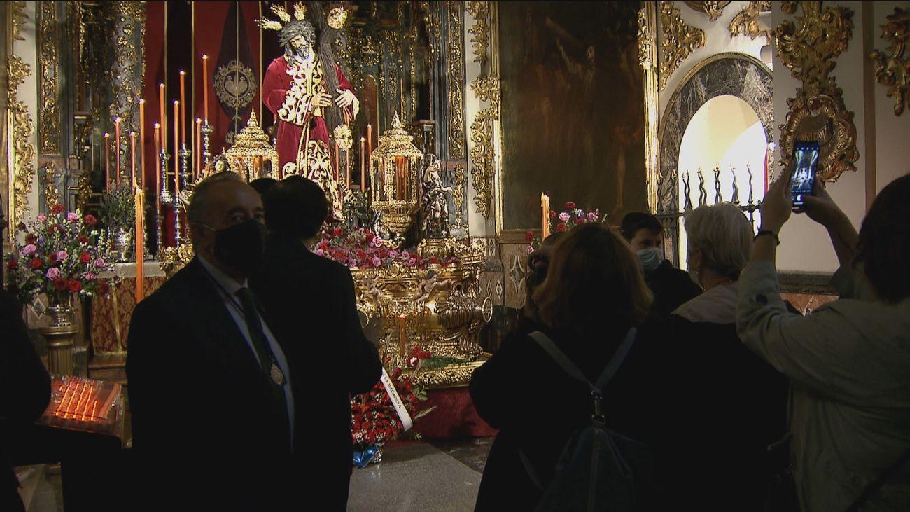 Jueves Santo de colas en los templos madrileños para visitar unos pasos que se quedan sin procesión