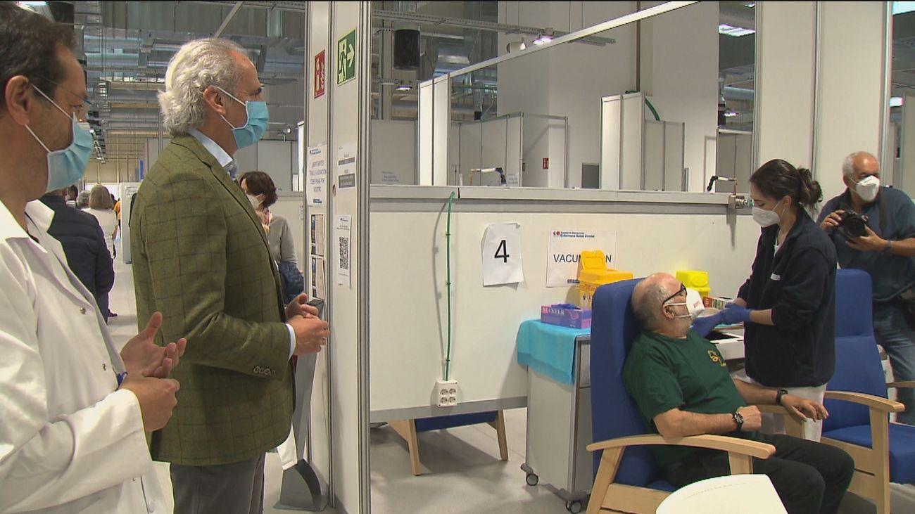 Madrid supera un récord de vacunación con casi 35.000 dosis diarias administradas