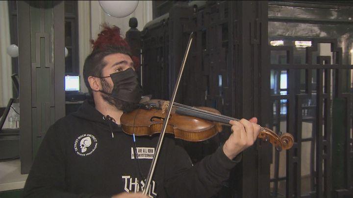 Vuelve a Madrid Strad, el violinista rebelde, con su espectáculo 'Mundos Opuestos'