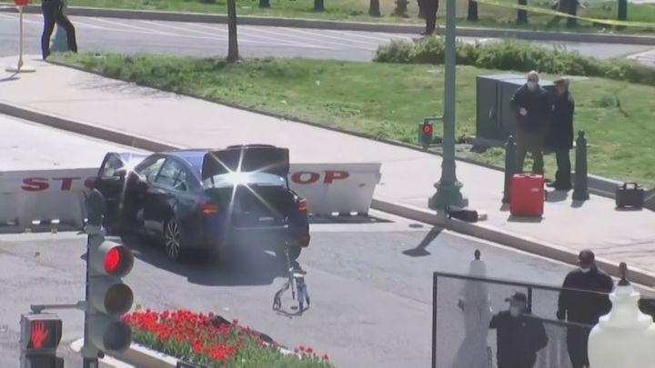 Un coche atropella a dos policías en el Capitolio de EEUU