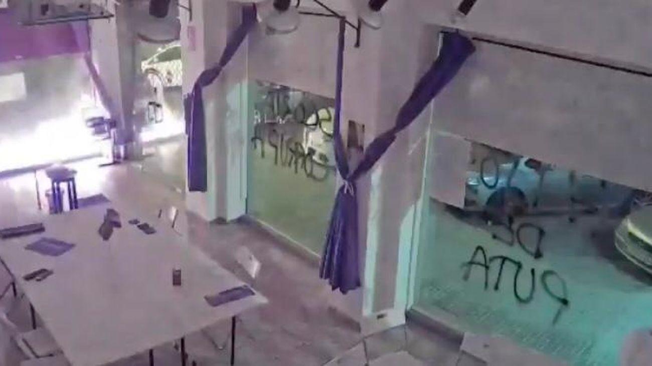 Imagen de la explosión a una sede de Podemos
