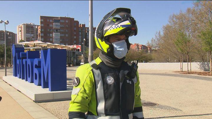 Controles de la Policía Municipal en Madrid Río para evitar aglomeraciones