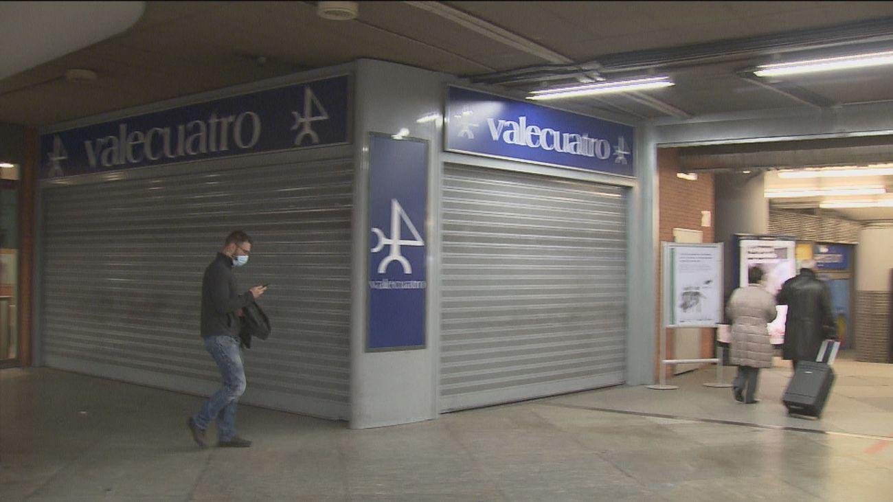 Cierre de  comercios de la estación de Atocha, sólo unos pocos resisten y  lo hacen con ERTEs