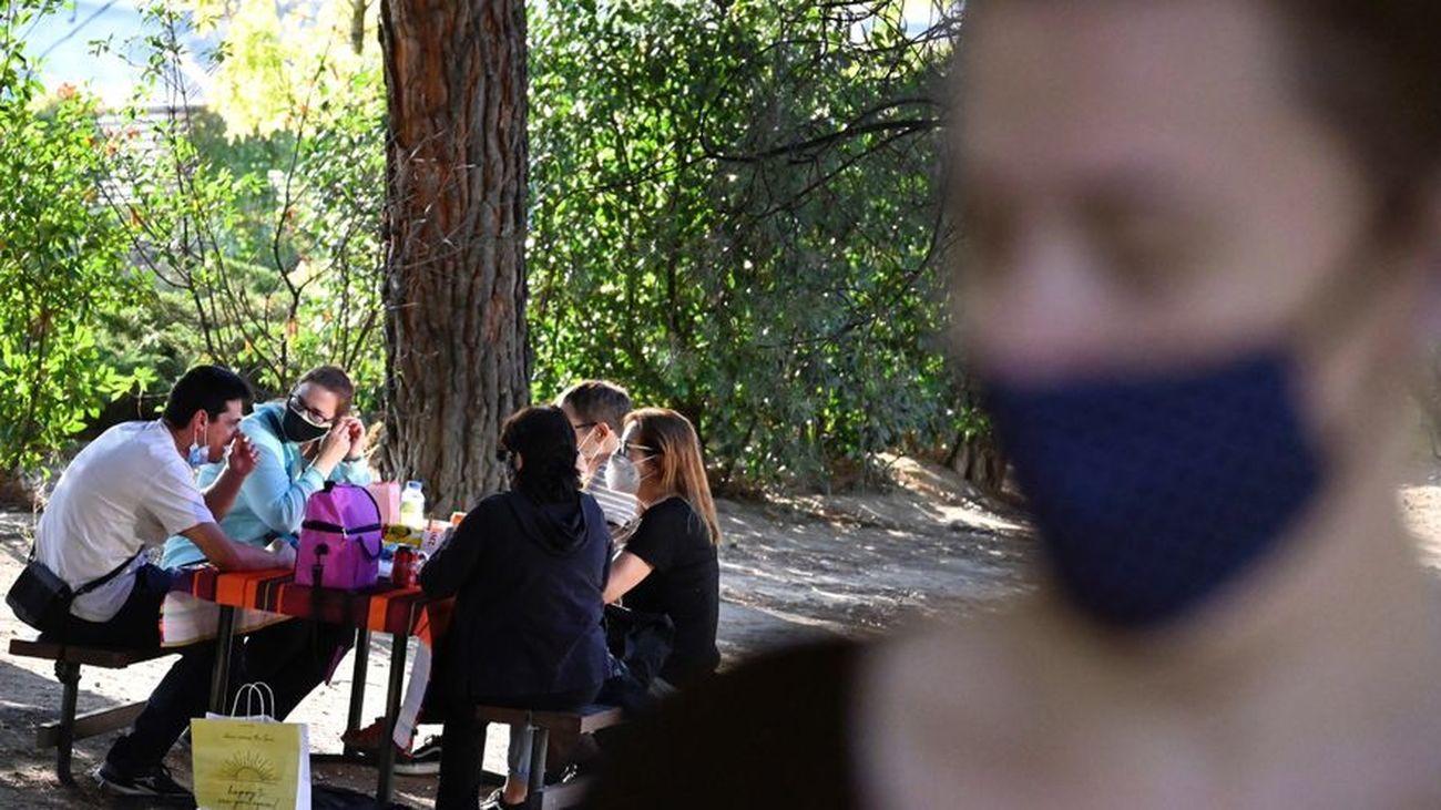 La pandemia pone de moda los picnics en Madrid