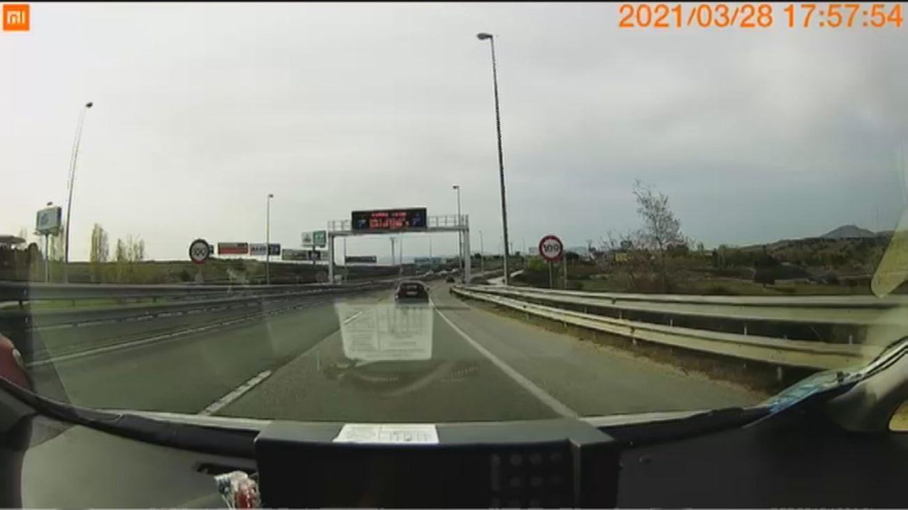 ¡Menudo susto! Un conductor adelanta por el arcén, a toda velocidad, en la M-607