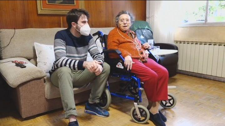 Díaz Ayuso avanza un plan contra los efectos del Covid en mayores dependientes