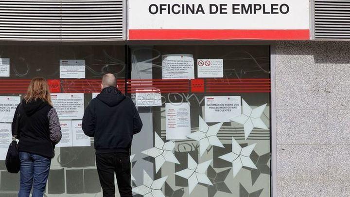 El paro baja en 59.149 personas en marzo y se crean 70.790 empleos