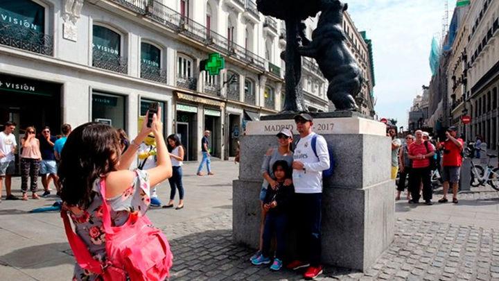 La llegada de turistas baja un 84,6 % y su gasto desciende en un 84,9 % en Madrid en un año