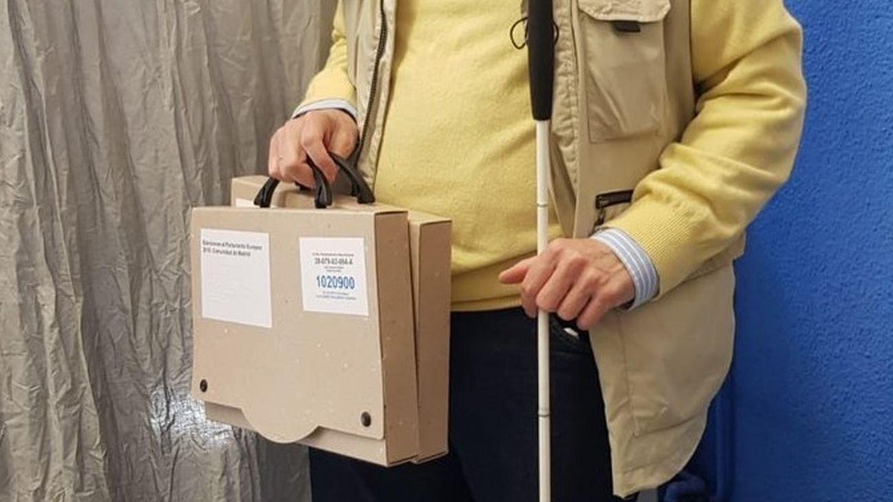Kit para la votación suministrado a las personas con discapacidad visual