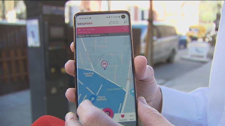 Un 40% de los conductores no usan las aplicaciones para aparcar porque no saben que existen