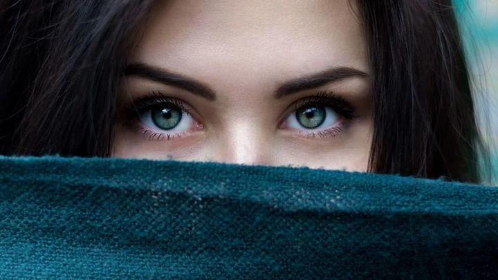 En épocas de mascarillas, el poder de la mirada transmite más fuerza que nunca