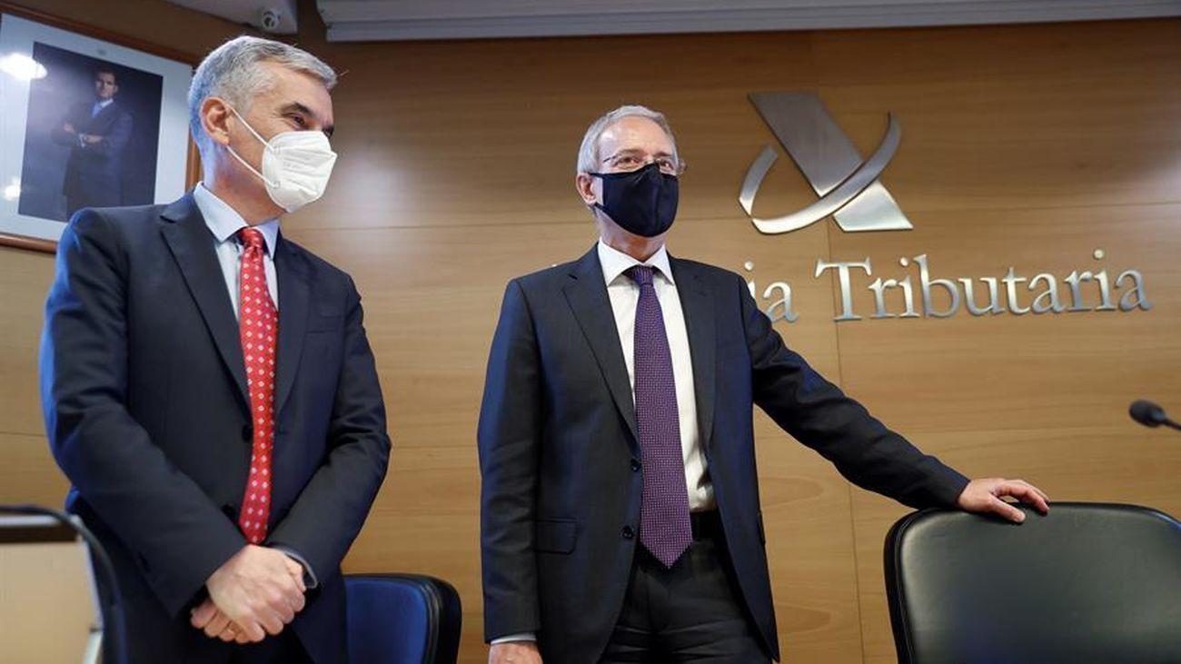 Jesús Gascón,  director general de la Agencia Tributaria,  y  Gonzalo García de Castro,  director del departamento de Gestión