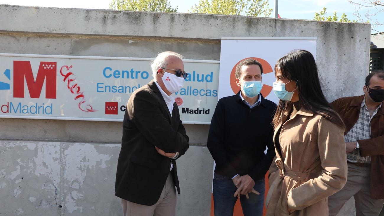 Visita de Edmundo Bal y Begoña Villacís al centro de salud del Ensanche de Vallecas