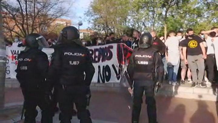 Máximo despliegue policial en Vallecas ante el mitin de Vox