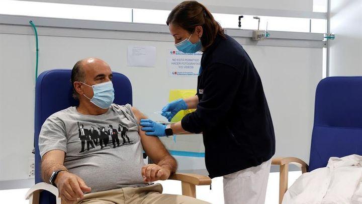 La vacuna AstraZeneca vuelve a enfrentar a Madrid con el Gobierno