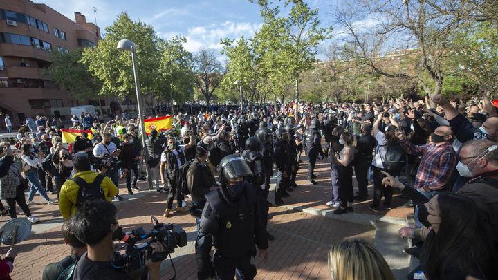 Los disturbios en Vallecas en el acto de Vox dividen a los políticos