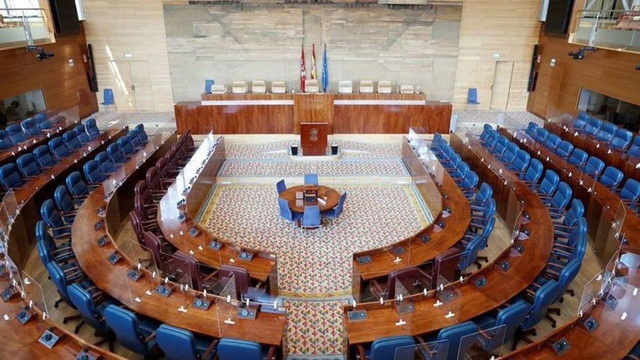 Hemiciclo de la Asamblea de Madrid con los escaños vacíos