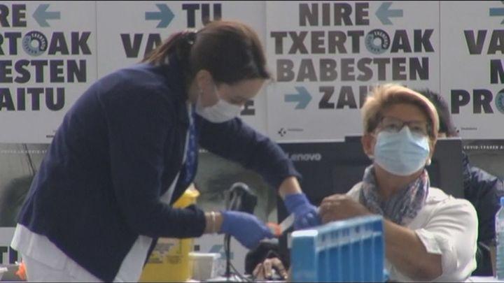 España sigue pisando el acelerador y bate un récord con 453.682 vacunados en un día
