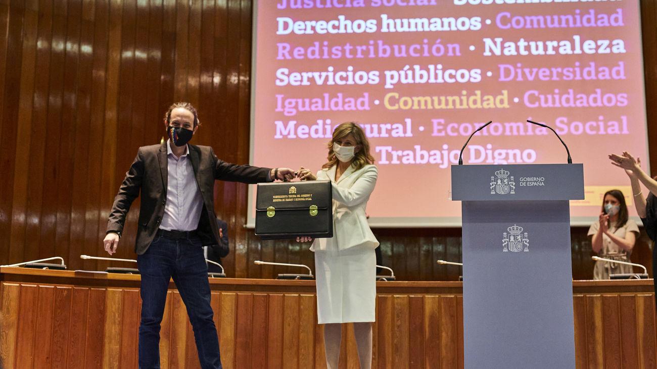 Pablo Iglesias traspasa su cartera ministerial a Yolanda Díaz