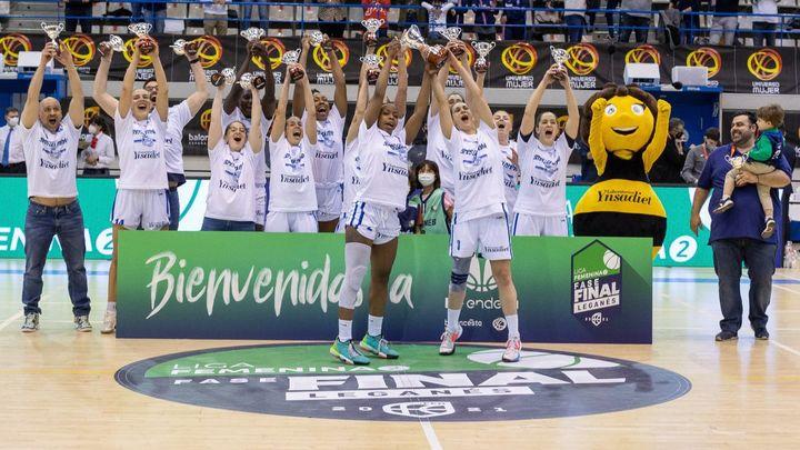 Paula Palomares y Aitana Cuevas celebran en Onda Madrid el ascenso del Baloncesto Leganés