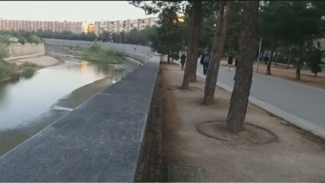 Los vecinos de la avenida del Manzanares reclaman una pasarela peatonal para poder cruzar el río