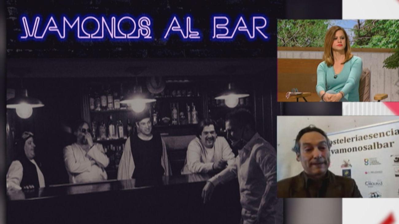 Homenaje a los hosteleros de 'La banda del capitán inhumano' con el himno 'Vámonos al bar'