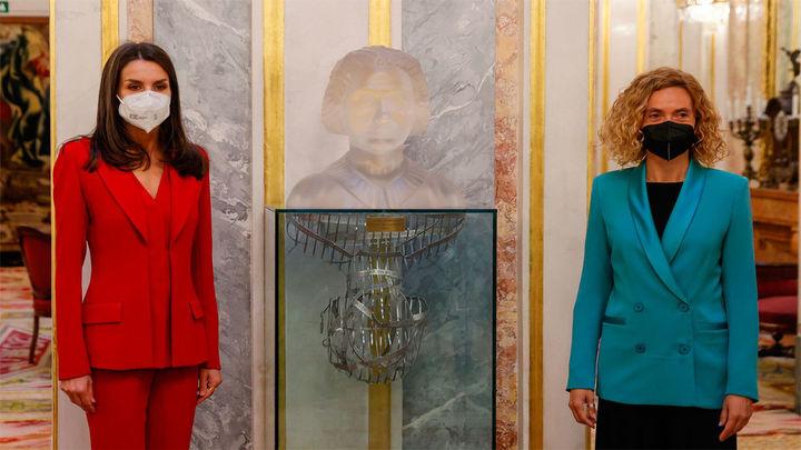El Congreso homenajea a Clara Campoamor  con presencia de la reina Letizia